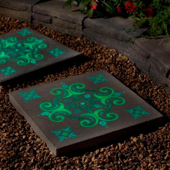 decorar-exteriores-con-pintura-luminiscente-3